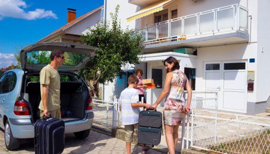 Сигурен дом додека си на годишен одмор